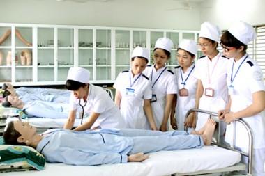 Y sĩ và điều dưỡng viên có phải là một?